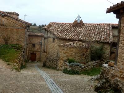 La Fuentona y el Sabinar de Calatañazor; pueblos con encanto de España;senderismo españa viajes
